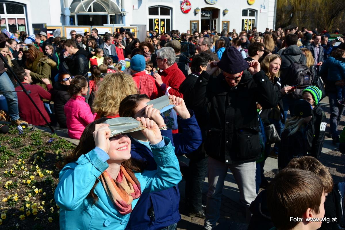 Sonnenfinsternis schauen am Mariahilferplatz – 20.03.2015
